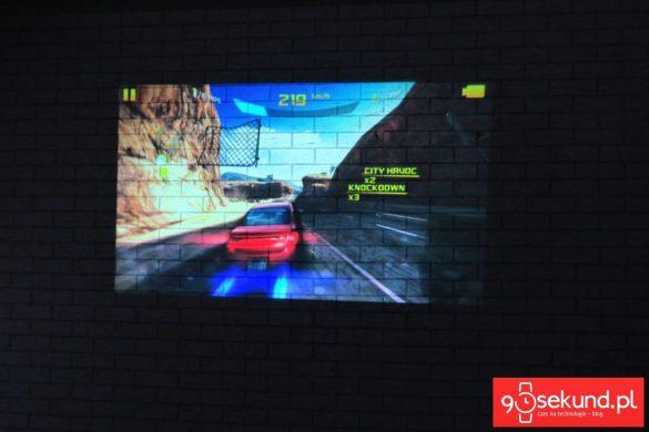 Recenzja Lenovo Moto Z Play (XT1635-02) oraz projektor Moto Insta-Share Projector z grą Asphalt 8 Airborne - 90sekund.pl