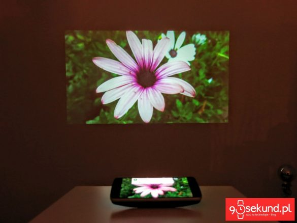 Recenzja Lenovo Moto Z Play (XT1635-02) oraz obraz z projektora Moto Insta-Share Projector - 90sekund.pl