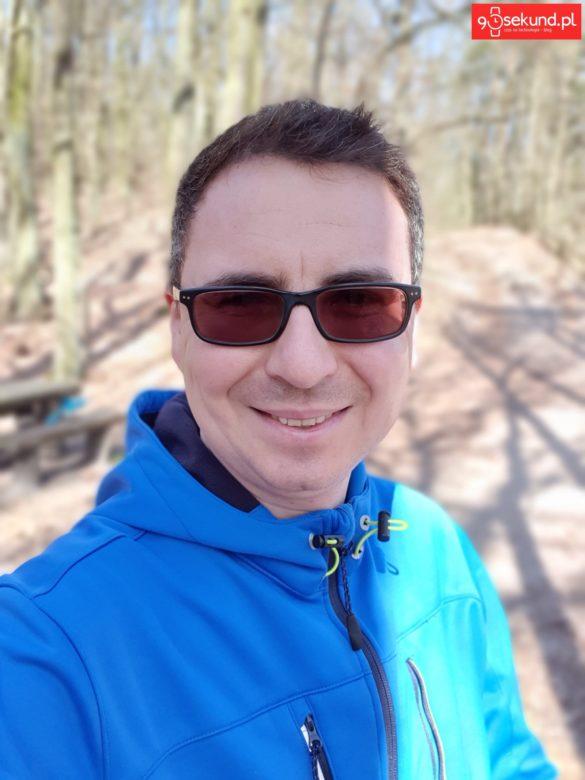 Selfie z efektem Rozmycia z Galaxy S10+ Plus - Michał Brożyński 90sekund.pl